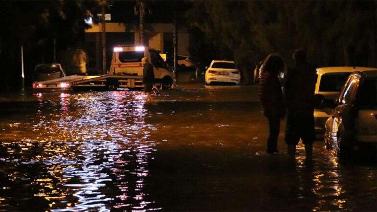 Son dakika... Antalya ve İzmirde alarm Risk devam ediyor Siren sesleriyle uyarı....